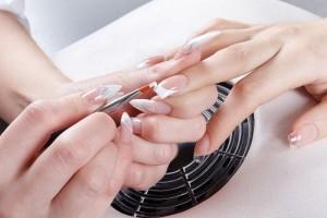 Наращивание ногтей в салоне