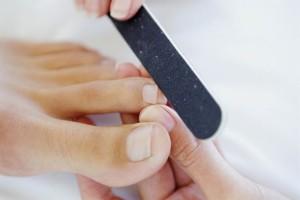 Обработка ногтей ног