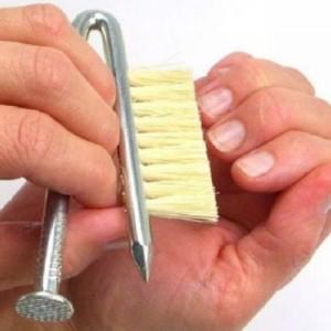 Необычная щетка для ногтей