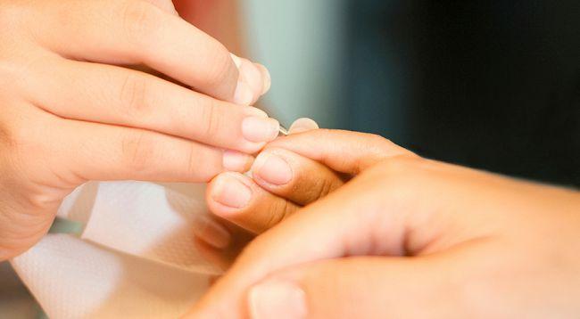 Устранение надломов ногтей