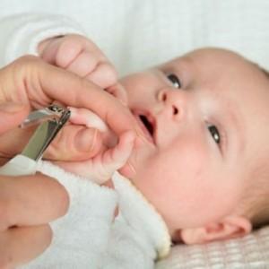 Стрижка ногтей грудничку