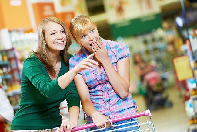 Подруги в магазине