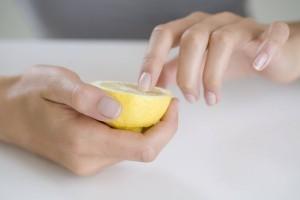 Отбеливание ногтей дома