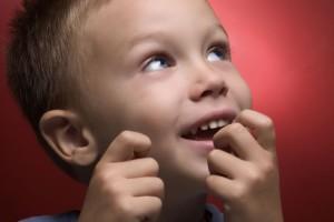 Как отучить ребенка грызть ногти: методы лечения, советы