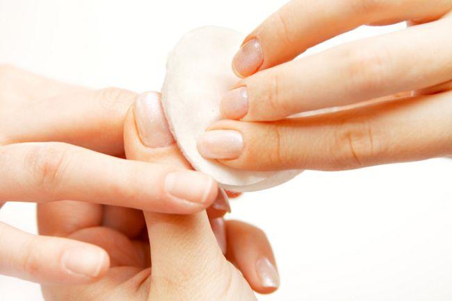 Удаление лака с ногтей